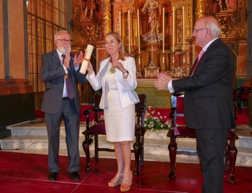 Ana Pastor, distinguida como Colegiada de Honor del Consejo Andaluz de Colegios de Médicos
