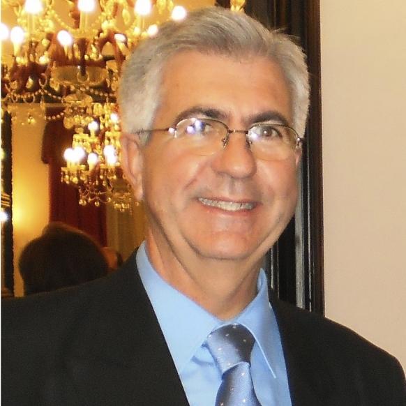 Dr. D. Javier García Monlleó